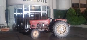 Manisa'da alkollü muhtar traktörle belediye önüne çıktı Muhtardan traktörlü tepki
