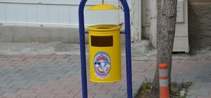 Emet'te çöp kutuları yenilendi
