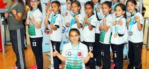 Salihlili karateciler, İstanbul'dan madalyalarla döndü