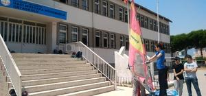 Burhaniye'de ortaokul öğrencilerine sörf eğitimi verildi