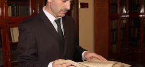 Paha biçilmez hazineyi karşılıksız paylaşıyorlar Sivas'ta bin 500 el yazma eserin bulunduğu kütüphanede, 800 yıllık eserler dahil tüp kitapların dijital örnekleri okuyucular ile ücretsiz paylaşılıyor