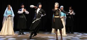 GAÜN'de Türk halk oyunları gösterisine büyük ilgi