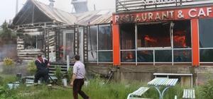 İftar saatini bekleyen restoran yanarak küle döndü Karatepe orman yolundaki restoran alev alev yandı Restoran sahibi yanan iş yerini çaresizce izledi