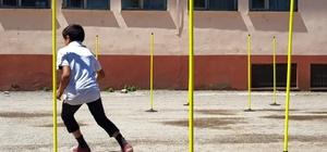 Güroymak'taki 80 okula spor ve müzik malzemesi dağıtıldı