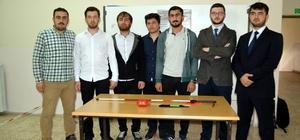 Üniversite öğrencileri, engelli bireyleri için akıllı baston Görme engelliler için bileğe takılabilen sensör