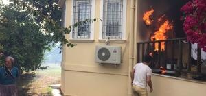 Antalya'da evlere sıçrayan orman yangını büyümeden söndürüldü Yangında iki evde küçük çaplı zarar meydana geldi Kadınlar tarım aletleriyle yangına müdahale etti