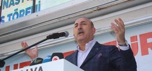 """Bakan Çavuşoğlu: """"1,8 milyar ümmet, Recep Tayyip Erdoğan'ın seçilmesi için dua ediyor"""" Dışişleri Bakanı Mevlüt Çavuşoğlu: """"Pakistan, Afganistan, Afrika, Somali, hatta ve hatta hayal edemeyeceğiniz en küçük ülkelerin, kısacası herkesin gözü bizde"""" """"Dünya insanlarının Türkiye'den beklentileri var"""""""
