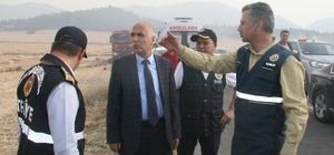 """Vali Karahan, orman yangını ile ilgili açıklamalarda bulundu Vali Karahan: """"Arkadaşlarımız vaktinde müdahale ettiler"""" """"Yangın kontrol altında"""" """"Çıkış nedeni anız yakılması ile ilgili ama araştırıyoruz net bir şey söyleyemeyiz"""""""