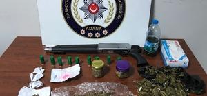 Uyuşturucuyu sobada yakarken yakalandılar Adana'da polis bir eve yaptığı baskında zanlıları sobada uyuşturucu yakarken suçüstü yakaladı