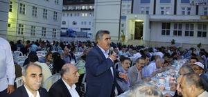 """Özdemir: """"Ramazan'ın bereketini paylaşmaya devam ediyoruz"""" Amasya Belediyesinden Hacılar Meydanında iftar sofrası"""