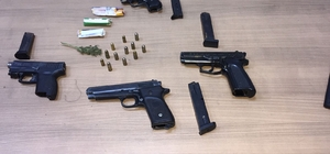 Uyuşturucu operasyonunda 4 adet ruhsatsız silah ele geçirildi