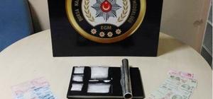 Bursa'yı birbirine kattılar, polisten kaçamadılar Bursa'da uyuşturucu ticareti yapan 2 kişi kovalamaca sonucu yakalandı