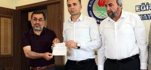 Genç yazar kitaplarının gelirlerini Mehmetçiğe bağışladı