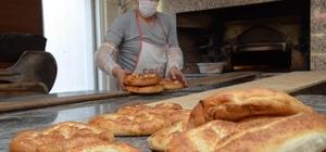 Yüksek ateşte ekmek yaparak, ekmeklerini kazanıyorlar Fırıncıların Ramazan ayında zorlu mesaisi