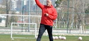 """Mehmet Altıparmak: """"Erzurumspor'da devam etmek isterim"""" """"Bulunduğu ligden üste çıkıp 3 sene şampiyon olan bir biz varız bir de Parma"""""""
