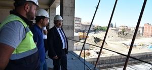 """Genç: """"İnşaatın yüzde 40'ı tamamlandı"""" Ortahisar Belediye Başkanı Ahmet Metin Genç, Pazarkapı'da yapımı devam eden belediye hizmet binasında incelemelerde bulundu"""