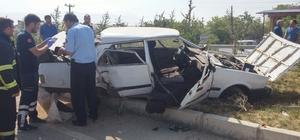 Afyonkarahisar'da otomobil elektrik direğine çarptı: 1 ölü, 4 yaralı