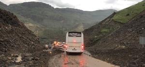 Heyelan Kars-Erzurum karayolunu ulaşıma kapattı Çok sayıda araç yolda mahsur kaldı