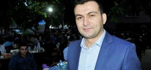 Polis, asker, vatandaş kardeşlik sofrasında buluştu Diyarbakır'ın Hazro ilçesinde kaymakamlık bünyesinde gerçekleştirilen iftar yemeğinde 7'den 70'e tüm vatandaşlar polis, asker ve güvenlik korucularıyla aynı sofrada buluştu