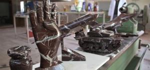Atık mermerler sanata dönüşüyor Dünyada sadece Elazığ'da çıkan Vişne çürüğü mermerinin atık kısmı toplanarak, kursiyerlerin elinde ev ve iş yerleri için aksesuarlara dönüşüyor