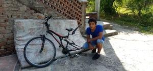 Evinin önündeki bisikleti değil, lastiğini çaldılar Okula gitmek için evinden çıktığında lastiğinin çalındığını görünce hayatının şokunu yaşadı