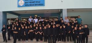 Adana'daki yatılı bölge ortaokullarının spor eşofmanları yenilendi P&G'nin Olimpik Anneler Projesiye 6 yatılı bölge ortaokulunda okuyan 1000'e yakın öğrenciye yeni spor eşofmanı dağıtıldı