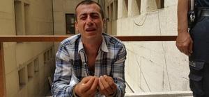 Uyuşturucudan 16 yıl hapis aldı, adliye kapısında gözyaşlarına boğuldu Uyuşturucu satın almak için arkadaşıyla Roman Mahallesi'ne gittiğini savunan 40 yaşındaki adam, elini kolunu sallayarak geldiği adliyeden 16 yıl hapis ve kelepçe takılarak ceza evine gönderildi