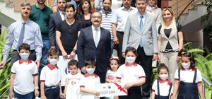 Lösemi tedavisi gören çocuklar sahne yarışmasında ödül aldı