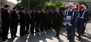 Emekli Tuğgeneral son yolculuğa uğurlandı Vefat eden emekli Jandarma Tuğgeneral Ahmet Sami Tümerkan, memleketi Muğla'da son yolculuğuna uğurlandı.