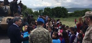 Minik öğrencilerden Mehmetçiğe ziyaret