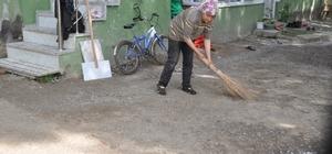 Lise öğrencisinden 87 yaşındaki Refika Nineye destek