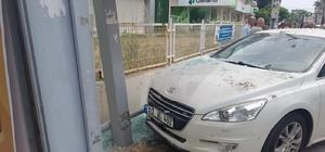 Otomobil durağa daldı: 1 ağır yaralı