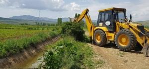 Develi'de mahallelerinde yol ve çevre düzenleme çalışmaları devam ediyor