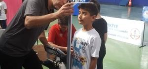 Gediz'de Sportif Yetenek Taraması gerçekleştirliyor 20 kişilik uzman heyet, 598 öğrencinin tek tek 8 farklı istasyonda ölçümlerinı yaptı