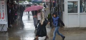 Yüksekova'da yağış hayat olumuz etkiledi