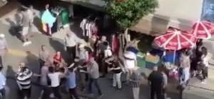 İzmir'de trafikte gergin dakikalar Sokak ortasında birbirlerine girdiler