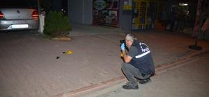 Gece yarısı motosiklet ile yanaşan bir kişi 2 araca takip cihazı yerleştirdi Adana'da gece yarısı kimliği belirsiz bir kişi reklam işi yapan Ercüment Çelik'in araçlarına takip cihazı yerleştirerek izini kaybettirdi