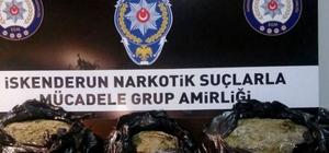 İskenderun'da uyuşturucu operasyonları: 12 gözaltı Hatay'ın İskenderun ilçesinde yapılan 6 uyuşturucu operasyonunda 10 bin 950 gram esrar maddesi, 4 kök kenevir bitkisi ele geçirilirken, 12 kişi de gözaltına alındı