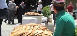 """Elazığ'da Ramazan'ın vazgeçilmezi """"Nohut Ekmeği"""" Yalnızca Ramazan'da üretilen 'Nohut Ekmeği' rağbet görüyor"""
