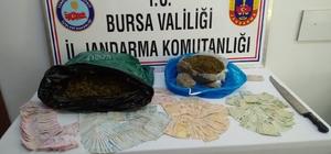 Palalı ve kılıçlı uyuşturucu satıcılarına jandarmadan darbe Jandarma tarafından yapılan operasyonda kilolarca uyuşturucu ve kılıç ele geçirildi