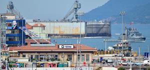 Dev askeri gemi havuzu Çanakkale Boğazı'ndan geçti
