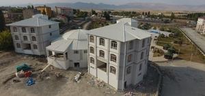"""Ilıca'da kültür merkezi ve belediye binası inşaatında son rötuşlar Başkan Orhan; """"Kültürel yatırımlar devam edecek"""""""