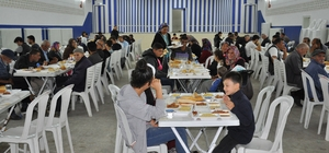 Belediye'den iftar sofrası Simav Belediye Başkanlığı tarafından, her gün 500 kişiye iftar yemeği veriliyor