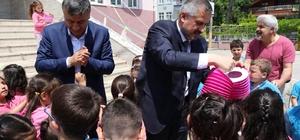 Başkan Kılıç öğrencilere sele sepet top kandil dağıttı