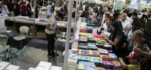 Aydın'da kitap izdihamı Aydın'da 10 gün açık kalacak olan ilk kitap fuarı ziyarete açıldı