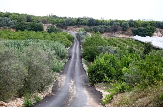 Mersin'de yol çalışmaları sürüyor Mersin Büyükşehir Belediyesi, Eski Mezitli'yi Kuyuluk'a bağlayan ve yaklaşık 30 yıldır asfalt bekleyen Karacaoğlan Caddesini sıcak asfaltla buluşturdu