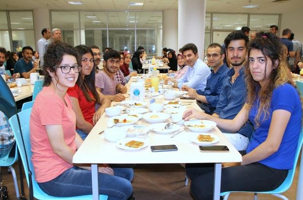 Rektör Karacoşkun öğrencilerle iftar yemeğinde bir araya geldi