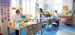 Öğrenciler, sanat yoluyla İngilizce öğreniyor