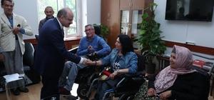 Vali Çakacak, engelli bireyleri temsil eden dernek üyelerini kabul etti