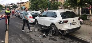 Direksiyon hakimiyetini kaybeden sürücü park halindeki araçlara çarptı